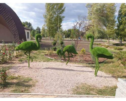Фигура из искусственной травы - фламинго
