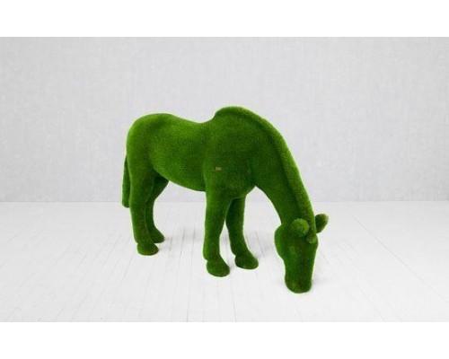 Фигура из искусственной травы - конь