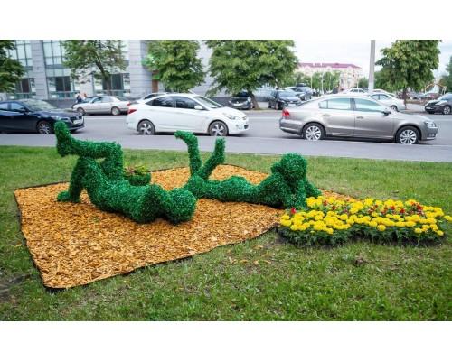 Фигуры из искусственной травы - пара на пикнике