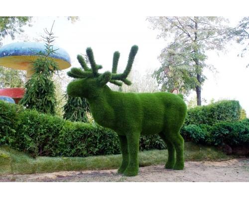 Фигуры из искусственной травы - Олень