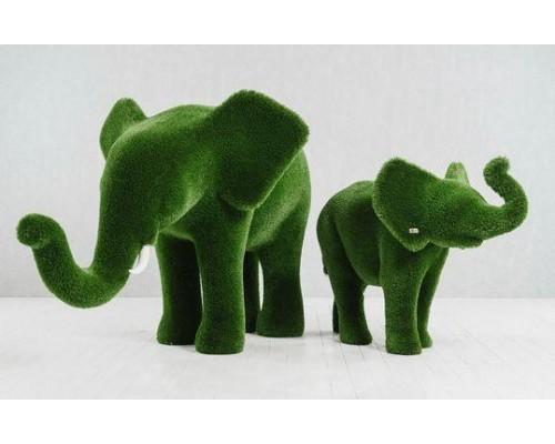 Фигура из искусственной травы - слон