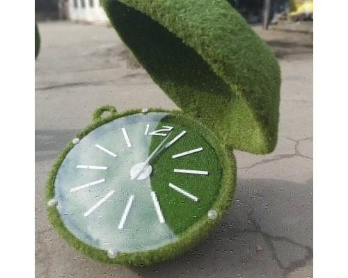 Фигура из искусственной травы - часы